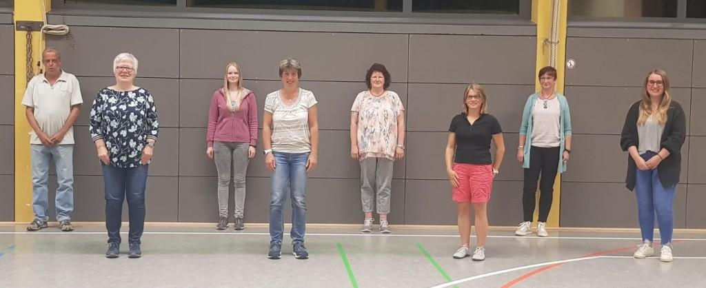 Der neue Vorstand von links Markus Donsbach (Beisitzer), Karin Selzer (2. Vorsitzende), Nathalie Keller (Schriftführerin), Sandra Kahl (Beisitzerin), Angela Theis (Kassiererin), Anne-Christin Kahn (Jugendwartin), Anja Schmitt (Beisitzerin), Lara Theis (Beisitzerin). Es fehlt Vanessa Ascherl (1. Vorsitzende)